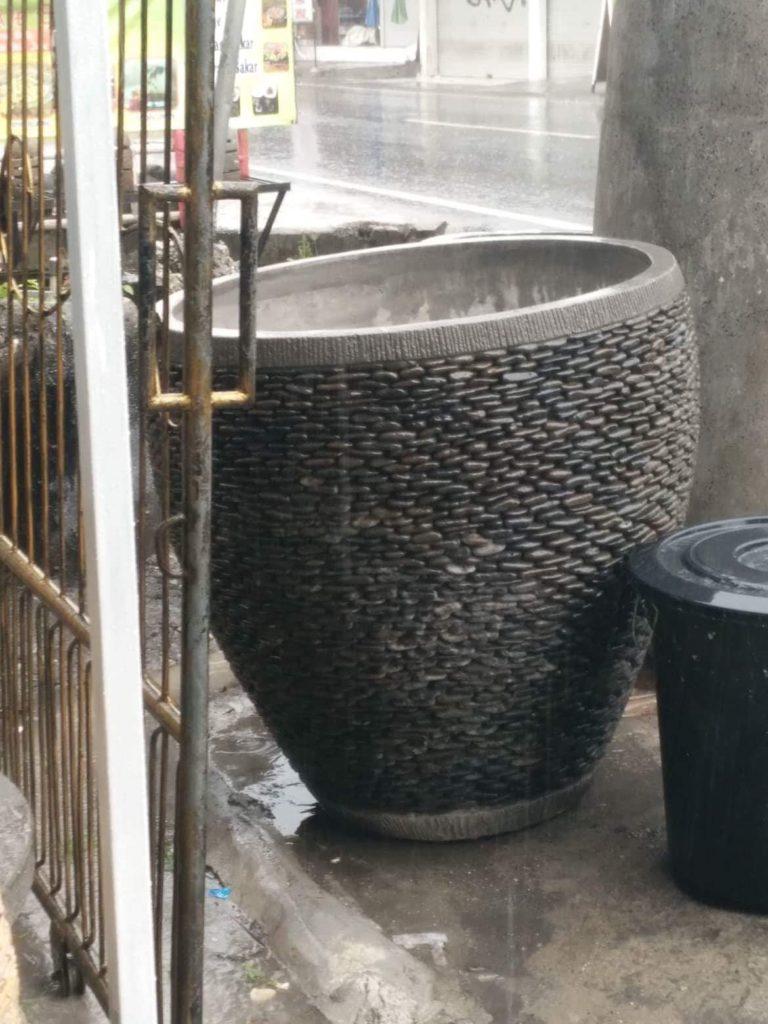 Pebble pot 90cm